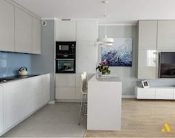 kuchnia z wyspą w stylu nowoczesnym - zdjęcie od Studio Projektowe Atoato