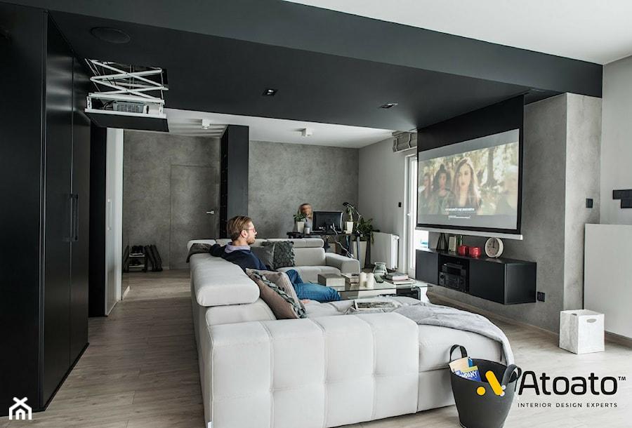 wysuwany ekran i rzutnik w salonie - zdjęcie od Studio Projektowe Atoato