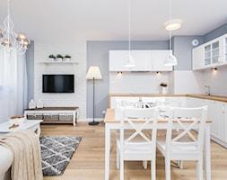 Fabryka Czekolady VI, Kraków - Średnia otwarta biała niebieska jadalnia w kuchni, styl prowansalski - zdjęcie od Justyna Lewicka Design