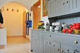 przemalowanie szafek kuchennych na szaro