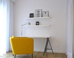 Osiedle Wesoła 1 - Średnie białe biuro kącik do pracy w pokoju, styl nowoczesny - zdjęcie od Justyna Lewicka Design