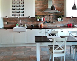 mieszkanie eklektyczne - Duża otwarta biała kuchnia jednorzędowa w aneksie, styl eklektyczny - zdjęcie od CKTprojekt