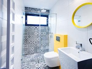 Island - Mała łazienka w bloku w domu jednorodzinnym z oknem, styl nowoczesny - zdjęcie od Concept JO ANA