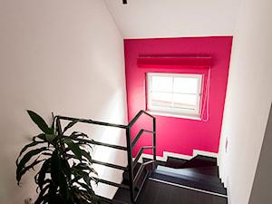 Marynarskie marzenia - konkurs Katowice - Małe wąskie schody jednobiegowe zabiegowe drewniane metalowe, styl nowoczesny - zdjęcie od Concept JO ANA