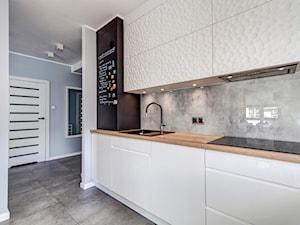 Mieszkanie 2 Szczecin ul. Kopańskiego - Średnia otwarta biała szara czarna kuchnia jednorzędowa, styl nowoczesny - zdjęcie od Bartosz Andrzejczak Architekt Wnętrz