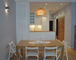 JÓZEFA / wielka metamorfoza - Mała otwarta biała kuchnia dwurzędowa w aneksie, styl nowoczesny - zdjęcie od NIESKROMNE PROGI