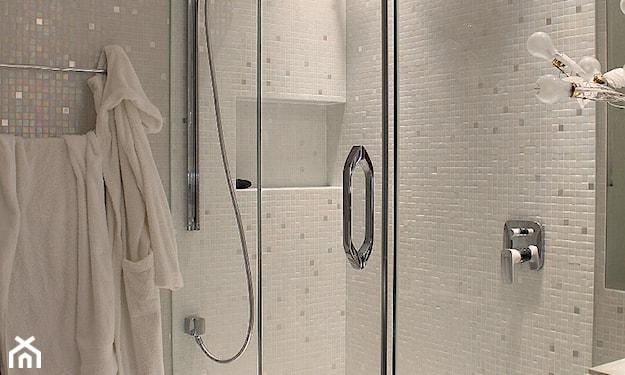 białe łazienki małe jak urządzić