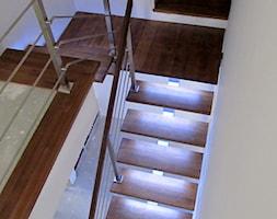 Schody+drewniane+na+konstrukcji+stalowej+%22Light+Steel+2%22+-+zdj%C4%99cie+od+DrewStyl+Rafa%C5%82+Pluta