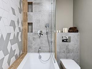 Mieszkanie pokazowe - Mała szara kolorowa łazienka, styl skandynawski - zdjęcie od Q2Design