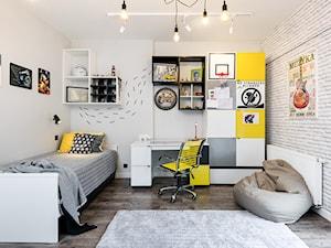 Pokój nastolatka - Średni szary pokój dziecka dla chłopca dla dziewczynki dla ucznia dla nastolatka, styl minimalistyczny - zdjęcie od Q2Design