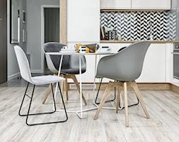 MIESZKANIE POKAZOWE NA OŁTASZYNIE - Mała otwarta biała kuchnia w kształcie litery l w aneksie, styl skandynawski - zdjęcie od Partner Design