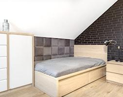 Dom jednorodzinny - Mały biały czarny pokój dziecka dla chłopca dla dziewczynki dla nastolatka, styl nowoczesny - zdjęcie od Maciejewska Design