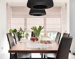 czarne+lampy+nad+sto%C5%82em+-+zdj%C4%99cie+od+Maciejewska+Design