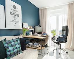 Mieszkanie10 - Mały biały turkusowy salon - zdjęcie od Maciejewska Design