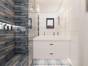 Łazienka nr 2 - 63m2 - Średnia biała kolorowa łazienka na poddaszu w bloku w domu jednorodzinnym bez okna, styl nowoczesny - zdjęcie od Ale design Grzegorz Grzywacz