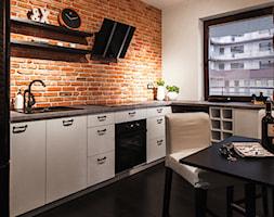 mieszkanie kawalera - Duża otwarta biała kuchnia w kształcie litery u w aneksie, styl skandynawski - zdjęcie od Anna Krzak architektura wnętrz