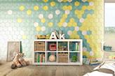tapeta w żółto-zielone heksagony w pokoju dziecka
