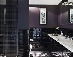 akademia sztukaterii w loftach - Duża czarna fioletowa łazienka jako salon kąpielowy bez okna, styl glamour - zdjęcie od akademia sztukaterii