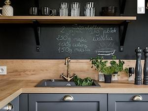 LIROWA - STYL LOFT - Średnia czarna kuchnia w kształcie litery l w aneksie, styl industrialny - zdjęcie od KODO projekty i realizacje wnętrz