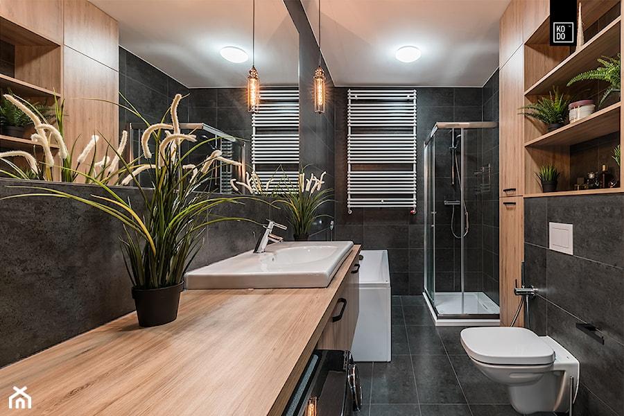 INDUSTRIALNA PROSTOTA - Duża czarna łazienka bez okna, styl nowojorski - zdjęcie od KODO projekty i realizacje wnętrz