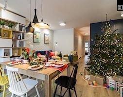 ŚWIĄTECZNE WYDANIE MIESZKANIA DLA RODZINY - Średnia otwarta szara jadalnia w salonie, styl eklektyczny - zdjęcie od KODO projekty i realizacje wnętrz