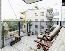 MIESZKANIE PORTOWE - Średni taras z tyłu domu, styl nowoczesny - zdjęcie od KODO projekty i realizacje wnętrz