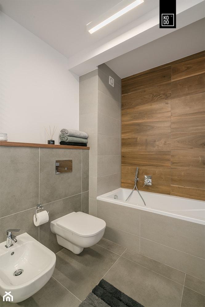 OSIEDLE PRZY ZAMKU WROCŁAW_02 - Średnia biała szara łazienka w bloku w domu jednorodzinnym bez okna, styl nowoczesny - zdjęcie od KODO projekty i realizacje wnętrz - Homebook