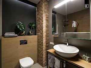 LIROWA - STYL LOFT - Mała czarna szara łazienka na poddaszu w bloku w domu jednorodzinnym bez okna, styl industrialny - zdjęcie od KODO projekty i realizacje wnętrz