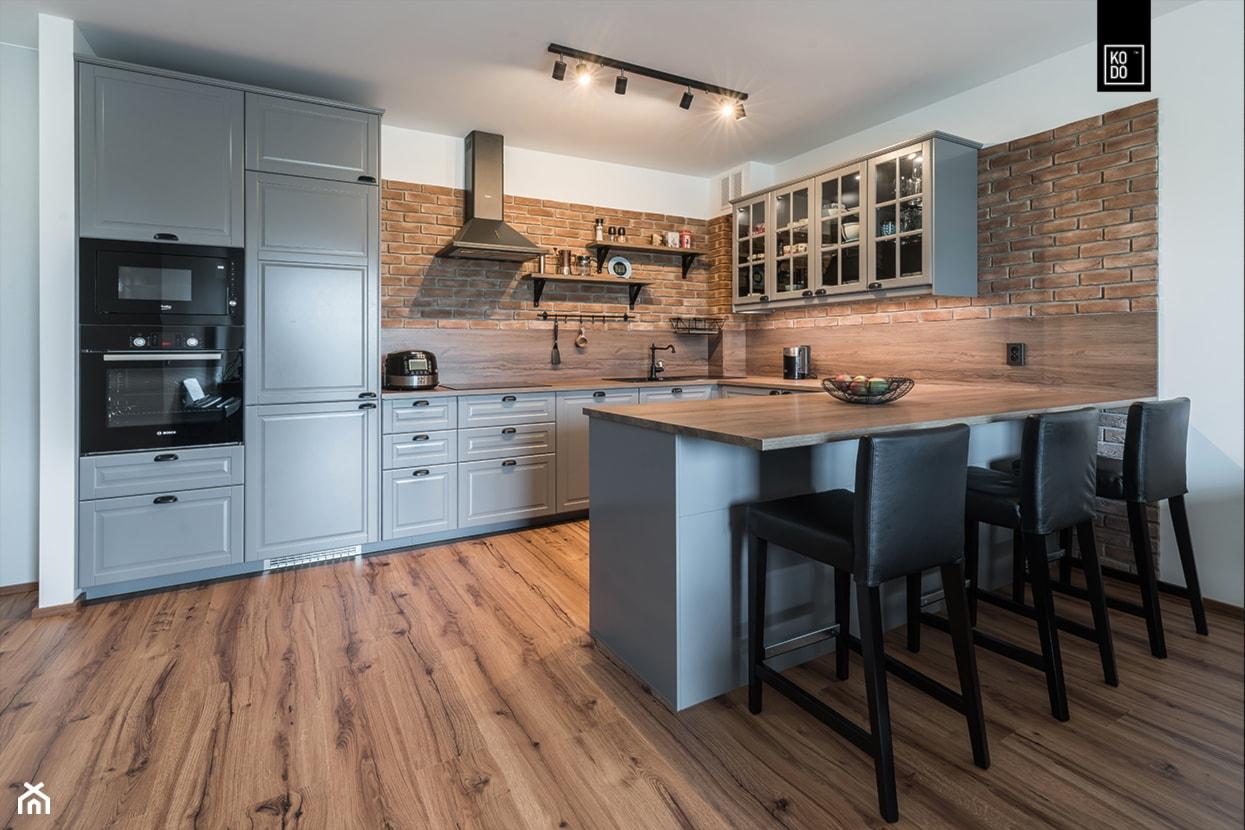 INDUSTRIALNA PROSTOTA - Średnia otwarta biała jadalnia w kuchni, styl industrialny - zdjęcie od KODO projekty i realizacje wnętrz - Homebook