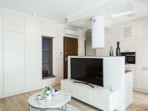 WNĘTRZE PONAD CZASEM - Salon, styl klasyczny - zdjęcie od KODO projekty i realizacje wnętrz