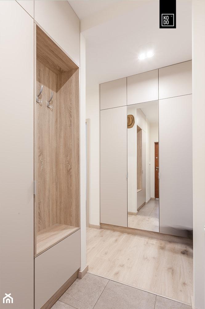 Średni biały hol / przedpokój, styl nowoczesny - zdjęcie od KODO projekty i realizacje wnętrz