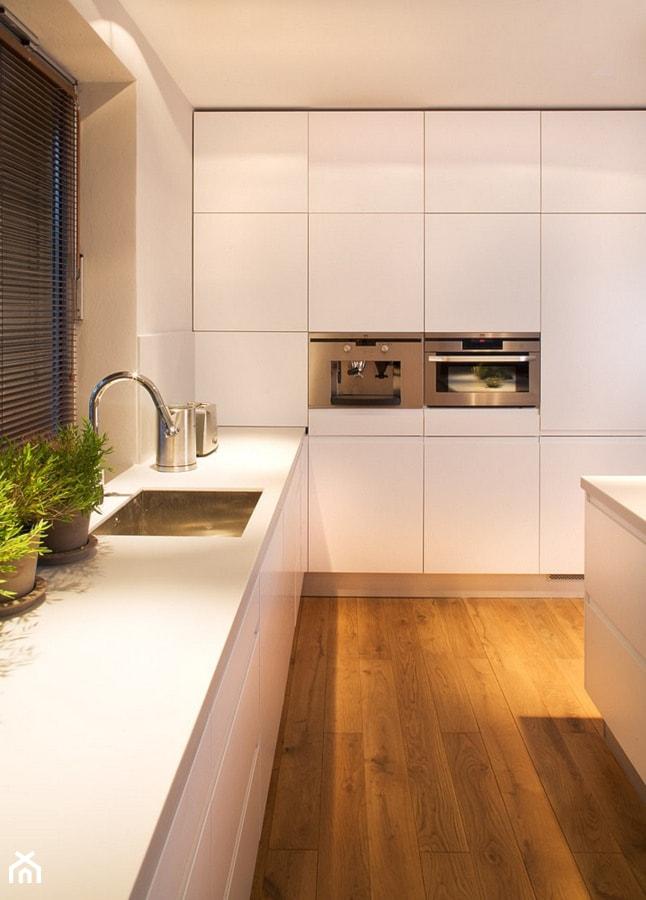 Wnętrze Domu Z Lat 20 średnia Otwarta Biała Kuchnia W