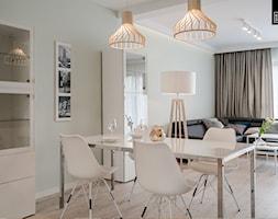 OSIEDLE PRZY ZAMKU WROCŁAW - Średnia otwarta biała jadalnia w salonie, styl nowoczesny - zdjęcie od KODO projekty i realizacje wnętrz