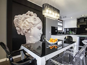 Wytworne eleganckie mieszkanie - Średnia otwarta czarna szara jadalnia w kuchni, styl eklektyczny - zdjęcie od redNet Dom