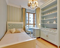 Dwupoziomowy apartament w stylu pałacowym - Średni biały żółty zielony pokój dziecka dla dziewczynki dla nastolatka, styl klasyczny - zdjęcie od redNet Dom