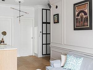Miejski Styl - konkurs - Mały biały salon, styl eklektyczny - zdjęcie od DOMagała Design