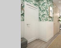 Zielono mi - Mały zielony kolorowy hol / przedpokój, styl vintage - zdjęcie od DOMagała Design