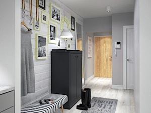 BIAŁYSZARYCZARNY - Średni szary hol / przedpokój, styl skandynawski - zdjęcie od DOMagała Design