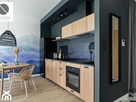 Aranżacje wnętrz - Kuchnia: Living Coral - Kuchnia, styl industrialny - DoMilimetra. Przeglądaj, dodawaj i zapisuj najlepsze zdjęcia, pomysły i inspiracje designerskie. W bazie mamy już prawie milion fotografii!