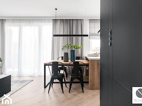 Aranżacje wnętrz - Jadalnia: Black Cube - Jadalnia, styl minimalistyczny - DoMilimetra. Przeglądaj, dodawaj i zapisuj najlepsze zdjęcia, pomysły i inspiracje designerskie. W bazie mamy już prawie milion fotografii!
