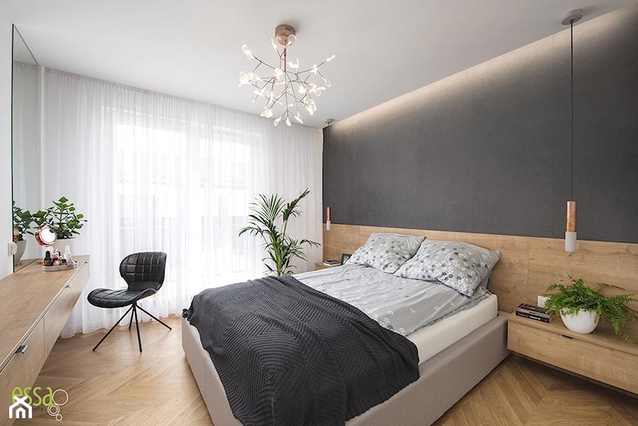 DOM W MAŁYCH WILCZYCACH - REALIZACJA - Średnia biała czarna sypialnia małżeńska, styl nowoczesny - zdjęcie od ESSA Architektura