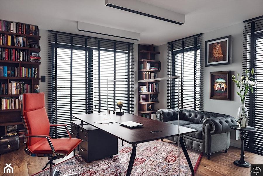 Aranżacje wnętrz - Biuro: Wielkomiejski Eklektyzm - apartament 120 m2 Gdynia - Duże szare biuro kącik do pracy w pokoju, styl nowoczesny - studio POTORSKA. Przeglądaj, dodawaj i zapisuj najlepsze zdjęcia, pomysły i inspiracje designerskie. W bazie mamy już prawie milion fotografii!