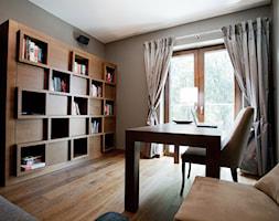 Dom w Krakowie - realizacja - Średnie szare biuro kącik do pracy w pokoju, styl klasyczny - zdjęcie od ARCHISSIMA