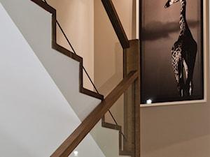 Dom w Krakowie - realizacja - Średnie wąskie schody dwubiegowe drewniane betonowe, styl nowoczesny - zdjęcie od ARCHISSIMA