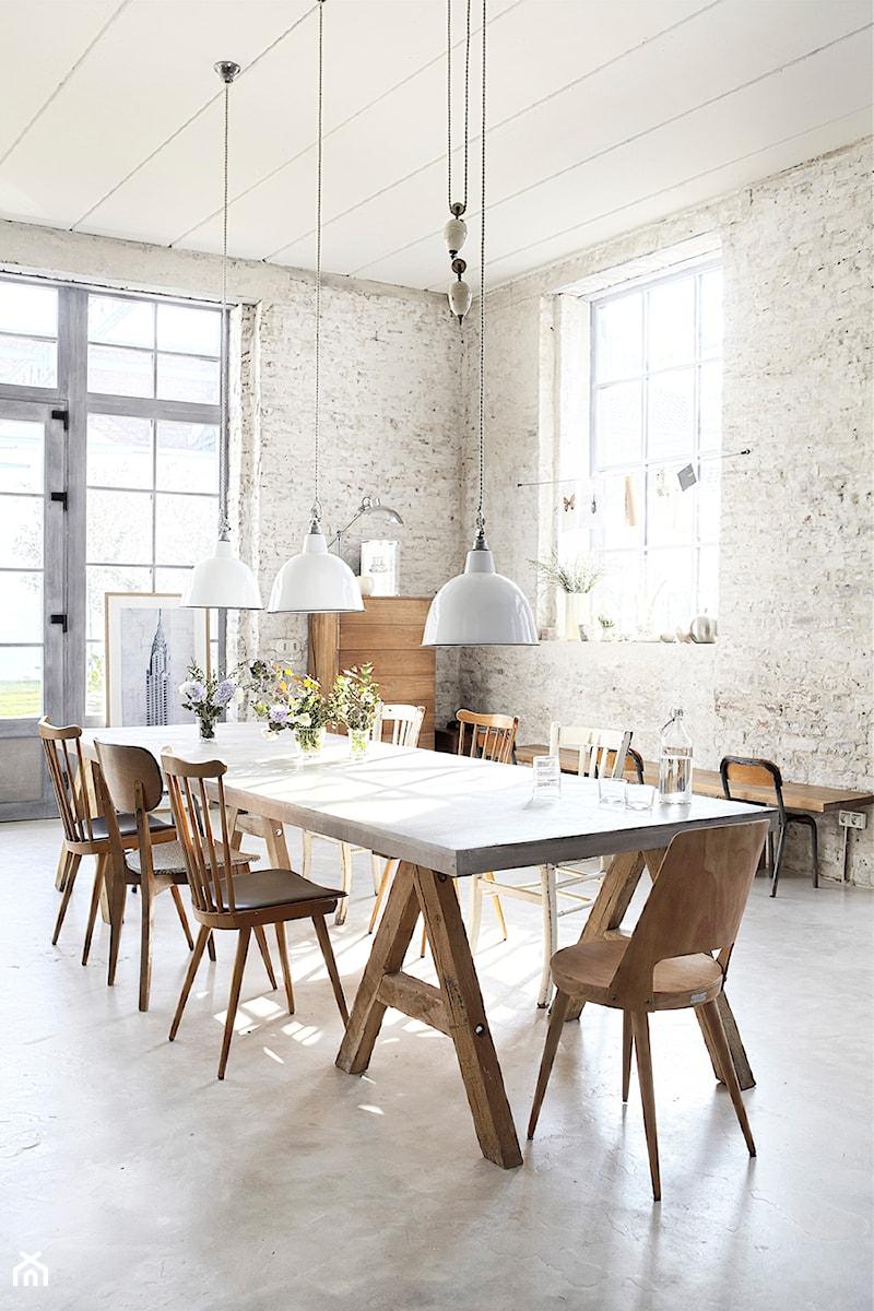 Lubiany styl industrialny du a otwarta jadalnia w salonie styl industrialny zdj cie od - Foto eetkamer ...