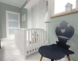 REFRESH SYPIALNI 14m² - Średni pastelowy miętowy pokój dziecka dla chłopca dla dziewczynki dla niemowlaka, styl skandynawski - zdjęcie od WNĘTRZNOŚCI Projektowanie wnętrz i mebli Aneta Stokowska