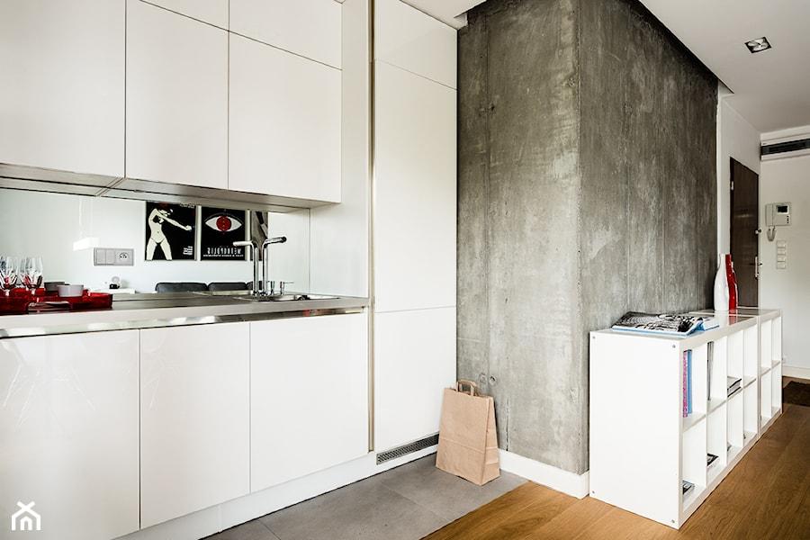 Biała Kuchnia Betonowa ściana Zdjęcie Od Studio 1111