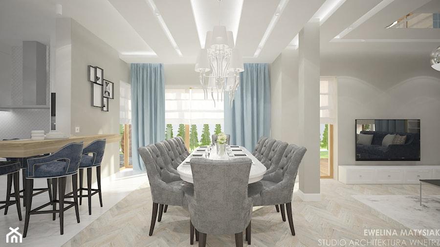 Clever Elegance - Duża otwarta szara jadalnia w kuchni w salonie, styl glamour - zdjęcie od Ewelina Matysiak