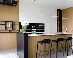 Apartament w pastelach - Mała otwarta biała kuchnia w kształcie litery u w aneksie, styl nowoczesny - zdjęcie od Interno - Homebook