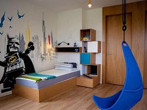 Apartament 160m2 - Średni biały kolorowy pokój dziecka dla chłopca dla malucha, styl skandynawski - zdjęcie od Interno